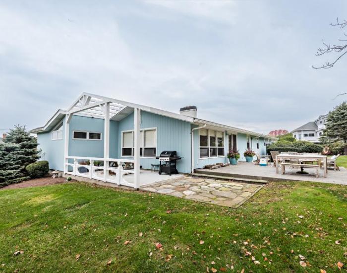 10 Waxcadowa, Westerly, Rhode Island 02891, 4 Bedrooms Bedrooms, ,3 BathroomsBathrooms,Weekapaug (Rental),For Rent,Waxcadowa,1033